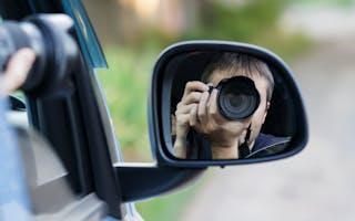 Tar bilde av bil