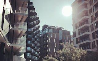 Bygninger i sollys