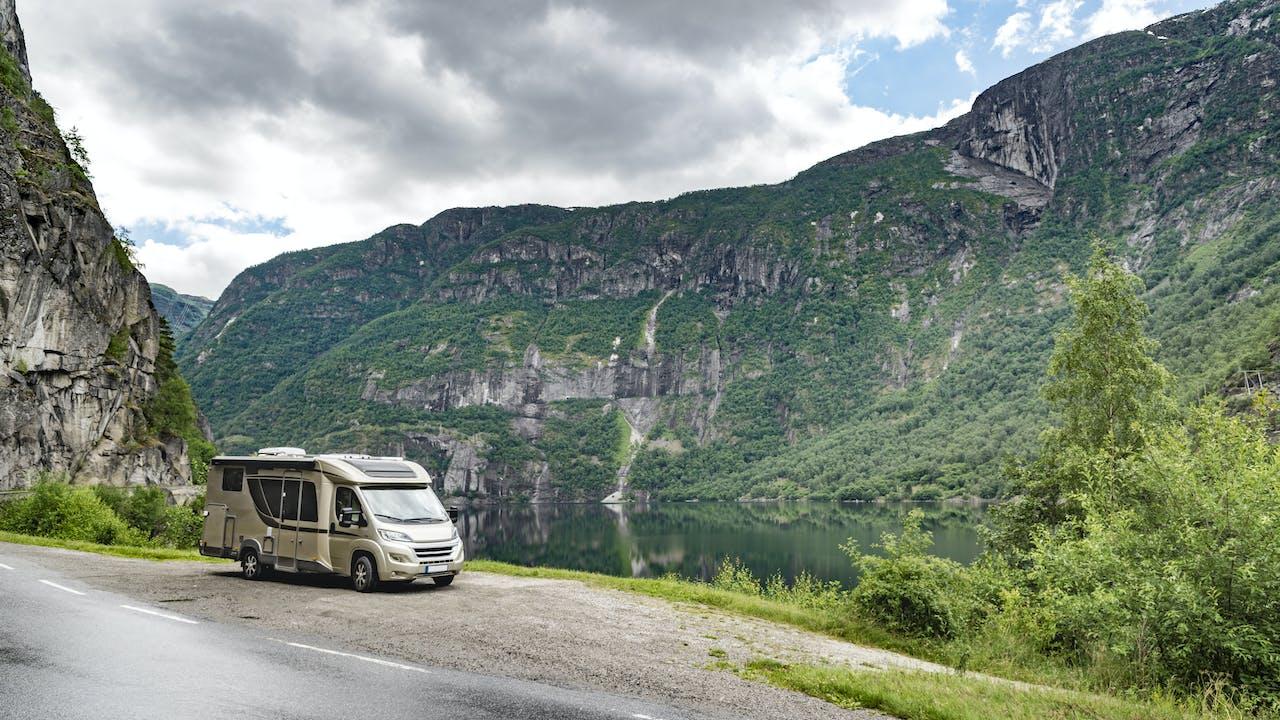 Bobil i norsk fjellandskap