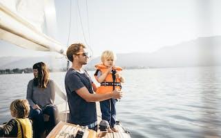 Famillie på båttur