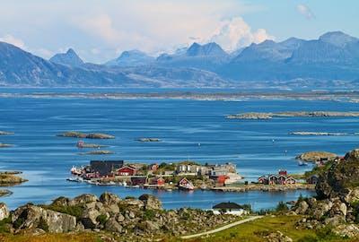 Helgelandskysten-Lovund.jpg?auto=compress%2Cformat&crop=focalpoint&domain=finn-content-hub.imgix.net&fit=crop&fp-x=0.5&fp-y=0.5&h=360&ixlib=php-3.3