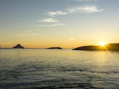 Lurøy på Helgelandskysten i solnedgang