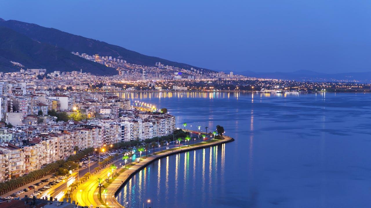 Izmir langs Egeerhavet