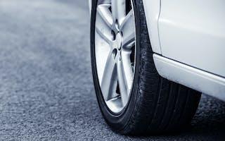 9 ting du bør sjekke hvis du skal kjøpe brukte bildekk