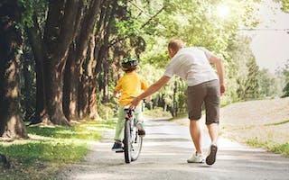 Slik lærer du barna dine å sykle