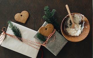 Artikler med nyttige tips og råd om hvorfor du bør kjøpe brukt til jul, hva du kan kjøpe og hvordan du kan pakke det inn.